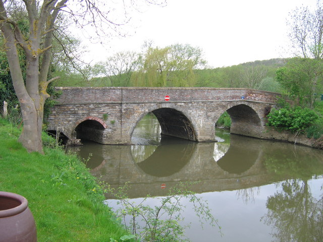 These arches at the Welford end of Binton Bridge are the oldest and date from 1804-09. © A. M. Jervis