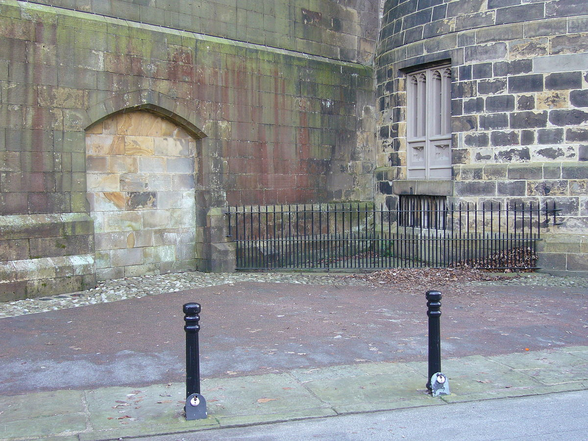 Lancaster Castle, Hanging Corner by Nabokov at English Wikipedia, CC BY-SA 3.0